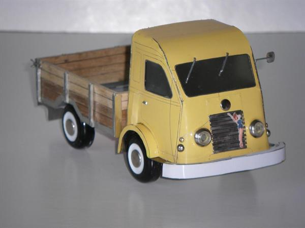 Bouwtekeningen v.e.blikken model Renault Goelette