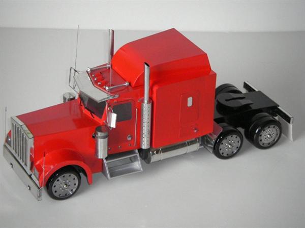 Bouwtekeningen van een Amerikaanse modeltruck.