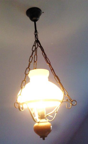 Mooie glazen lamp, niet beschadigd
