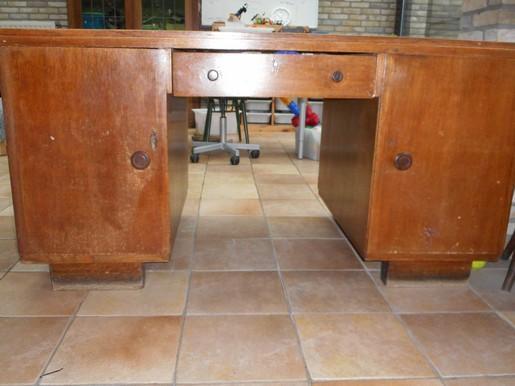 oude bureau met 2 deuen en lade