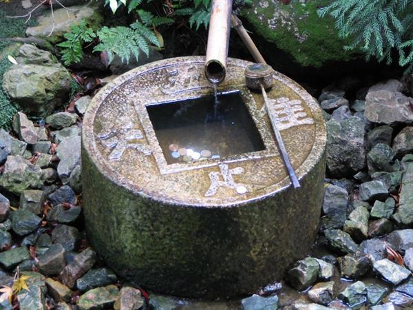 Japanse stenen en granieten tsukubai, chozubachi