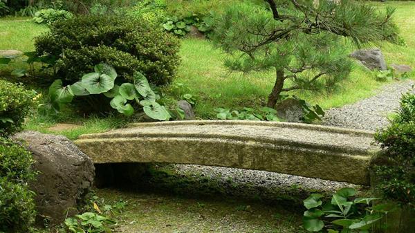 Japanse stenen en granieten tuinbruggen